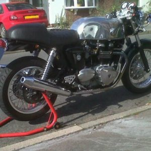 Cafe Racer style Slippery Sam tank on a modern British Classic Triumph - perfect!