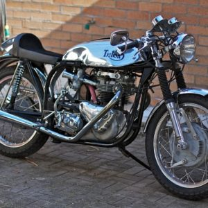 TAB Sprint tank, oiltank and seat on this lovely Triumph powered Triton
