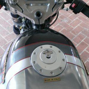 Aero cap in a Guzzi tank