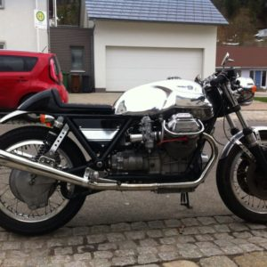 Long Guzzi tank on this 73 T850 Moto Guzzi