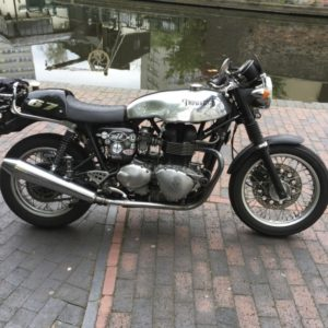 Norton sprint tank on a modern Triumph Thrux
